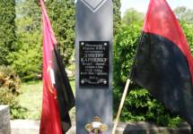 Освячення пам'ятного знаку Карпенку Яструбу