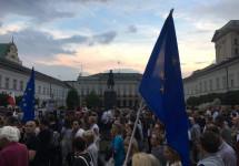 Марш до повної диктатури в Польщі зупинено. Надовго? — польські ЗМІ