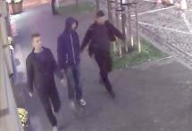 У центрі Варшави троє чоловіків жорстоко побили та поранили ножем українця