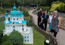 Собор Св. Андрія – мініятюра в парку в Канберрі