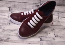 Мрія тривалістю у 17 років: як шити взуття у Краматорську та продавати його у Португалію
