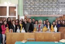 У Полтаві студенти й школярі, «Жіноча громада» й АТОвці відправили Великодні гостинці українським захисникам