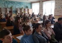 Школярі-полтавці схилилися  перед пам'яттю Героїв Крут