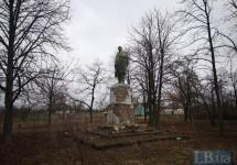 Демонтовано  передостанній  у  Полтавській області пам'ятник  Леніну