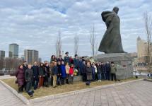 Українці поклали квіти до московського пам'ятника Кобзарю