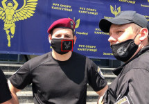 Представники Дніпропетровської обласної ради вдерлися до приміщення штабу Руху опору капітуляції