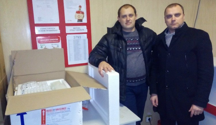 Небайдужі люди передали холодоагенти для Кровомобіля_html_8cebc12