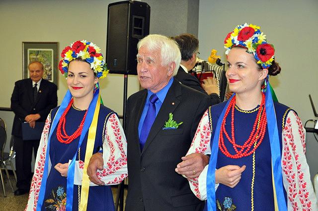 Mycak-with-Barvinok-dancers