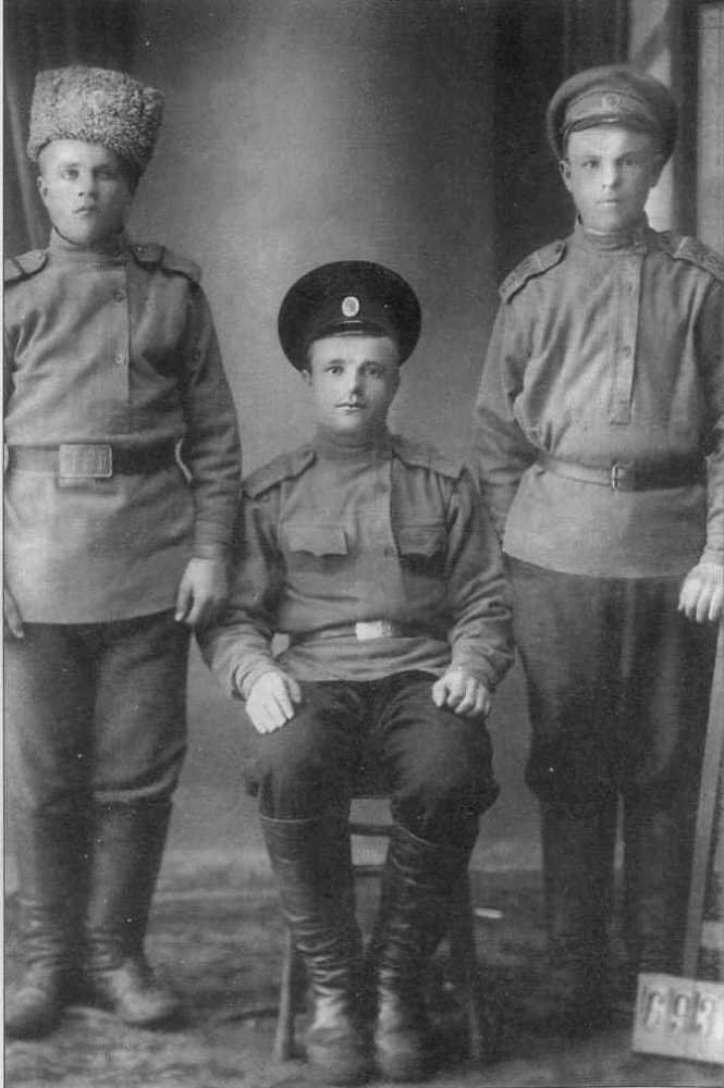 Отаман Черпак (у центрі)