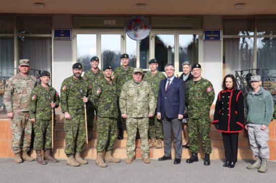 Z-predstavnykamy-kanadskoji-vijskovoji-misiji-UNIFIER-portal.lviv_.ua_-545x363
