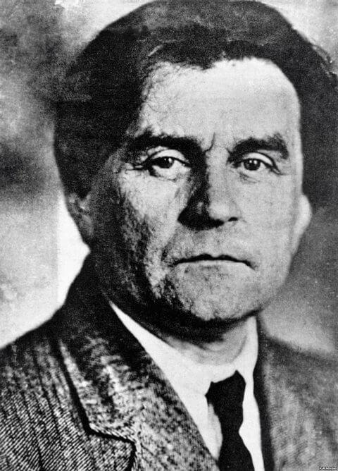 Kazimir-Malevich-foto-1920-i-480x668