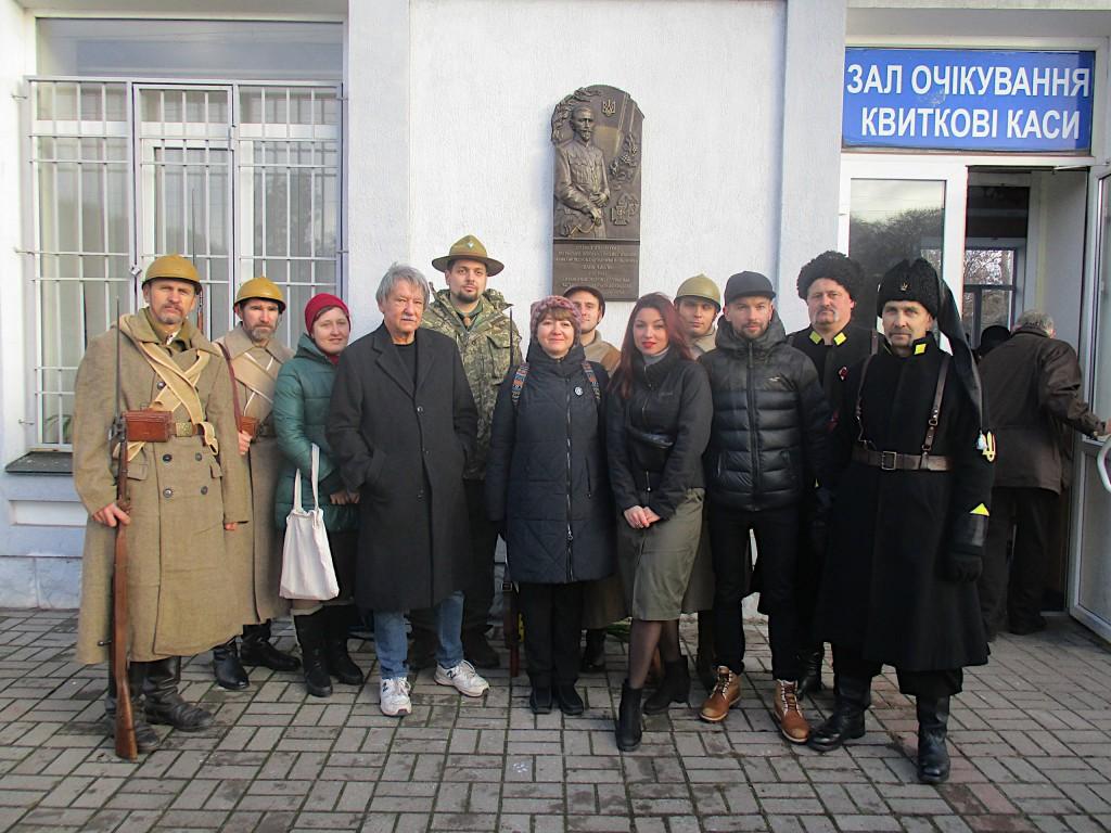 Група учасників відкриття меморіального барельєфу