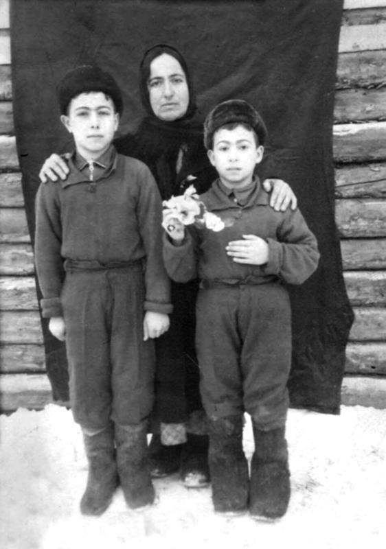 Катакі (Сеферова) Гульсум та її діти, Урал