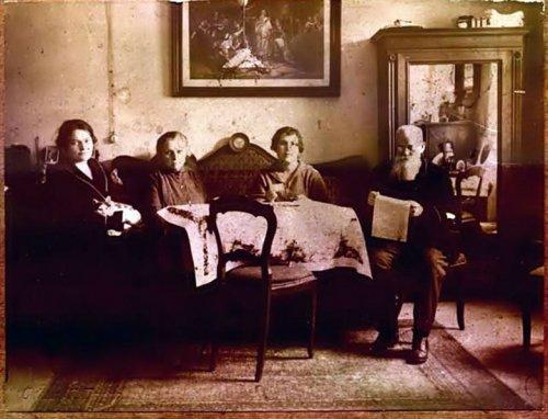 На Йордан у Бадені- Катерина та Марія Грушевські, Ольга Коссак Михайло Грушевський 19 січня 1924