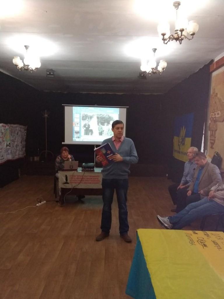 Олег Пустовгар представив книгу про боротьбу за незалежність на Полтавщині