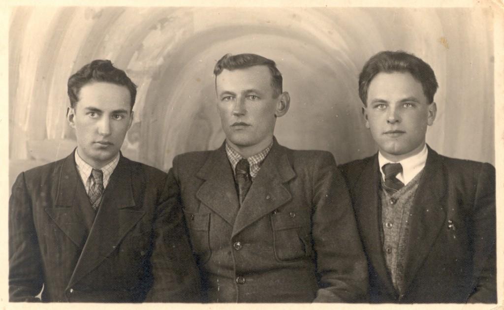 Осип Дяків (Горновий, друг дитин ства Василя Галаси), Осип Кусень ( Сірий, залучив В.Галасу до ОУН) і Василь Галаса (1930-ті ро