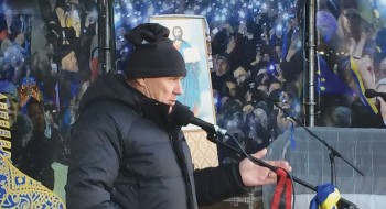Stefan-Romaniw-addresses-protesters2013-1170x878