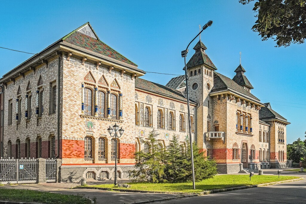 Будинок земства у національному стилі-нині будівля Полтавського краєзнавчого музею